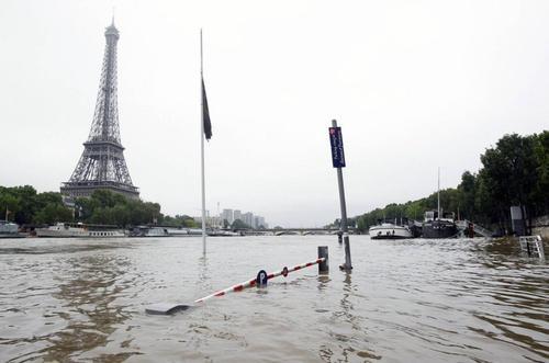 500-paris-floods
