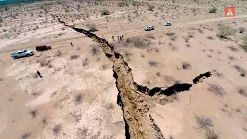 500-1200-VIDEO- normous mystery crack in the ground in northern Mexico (Generated thumbnail)